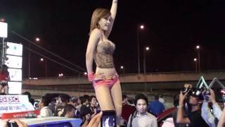 Repeat youtube video Nhạc sàn,show girls tại hội chợ Ôtô