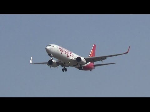 New flight SpiceJet arrives at Surat Airport and gets Water Cannon Salute
