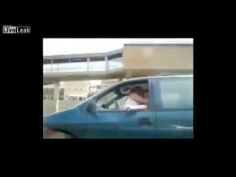 Masterbating en coche mientras conduce
