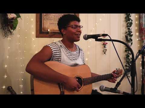 Zoe Tucker Live
