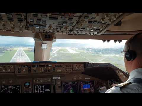 clear cockpit view on this BOEING 747 landing..  Good job F/O