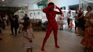 Personagem vivo ladybug (Magia das festas)