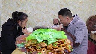 四川人教你做红烧肥肠,很有川味特色的一道菜,色泽油凉巴适的很【最美家常菜】