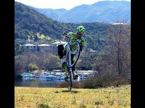 El (pen)último desafío de Peter Sagan: trepar por una escalinata de piedra con su bicicleta