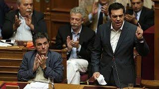 اليونان: تسيبراس يحدث تغييراً وزارياً بعد رفض بعض الوزراء الاتفاق المتوصل إليه مع الدائنين   18-7-2015