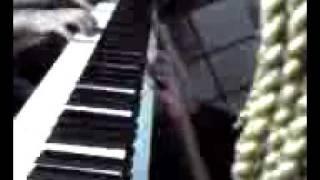ケータイ動画なので音質画質ともに悪いです。ピアノも30年物なので調...