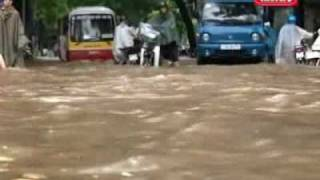 Flood in Hanoi  - street becomes river.flv