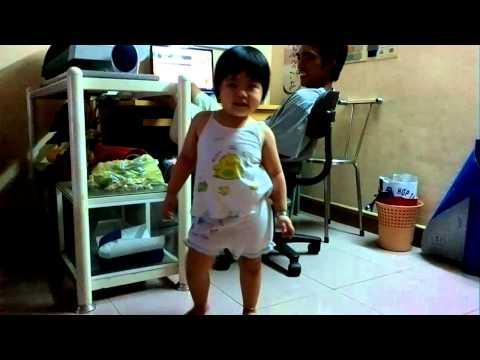 Baby girl nhay cuc soc .mp4
