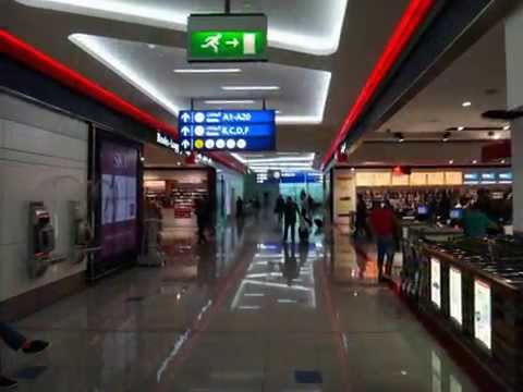Duty-free shops at Dubai Airport.迪拜