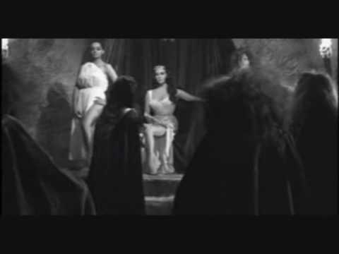 El Santo vs  Las Mujeres Vampiro 5