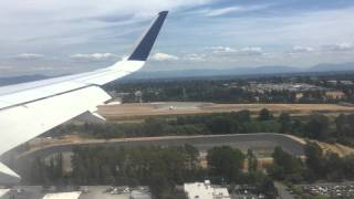 JetBlue Airbus a320 landing in Seattle