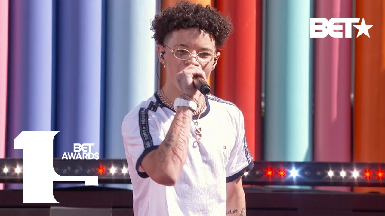 "Lil Mosey Turns Up To ""G Walk"" At The 2019 BET Experience!"