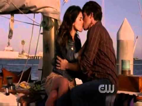 90210 naomi and max first meet