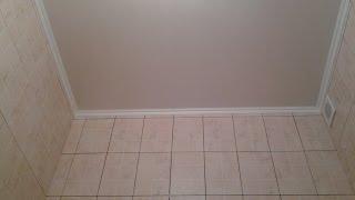 Как делаеться пластиковый  потолок, реечный, в ванной комнате(Монтаж пластикового реечного ПВХ-потолка в ванной комнате., 2013-10-26T22:04:13.000Z)