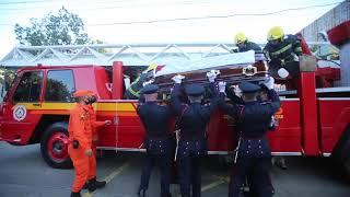 Despedida dos bombeiros tem honras fúnebres e cortejo