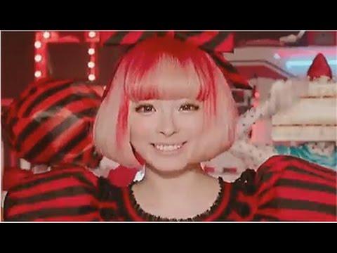 きゃりー コカ・コーラ CM スチル画像。CM動画を再生できます。