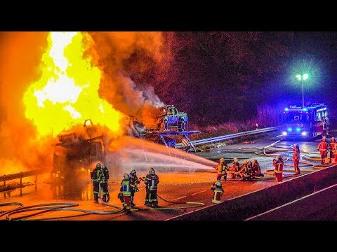 ++ AUTOTRANSPORTER IM VOLLBRAND ++ FEUERWEHR im GROSSEINSATZ [Flammen & Explosionen] LÖSCHARBEITEN