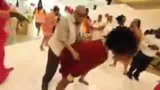 Yasli amca yi yoldan cikaran dans