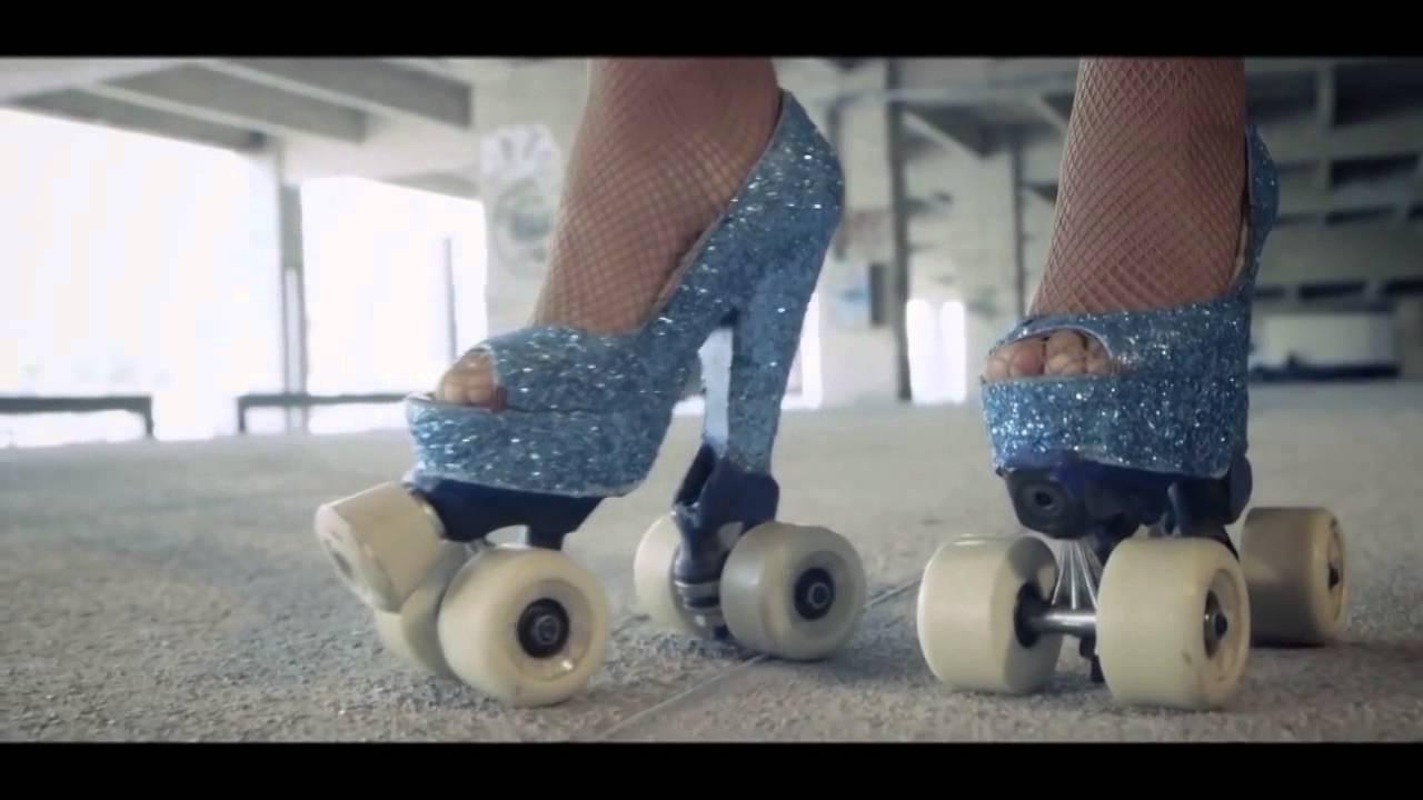 c0c144108fc1 High heels roller exponat - YouTube