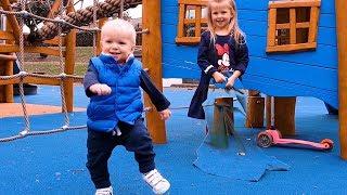 Эльвира и Райан играют в прятки с ВОЛШЕБНЫМ ПОКРЫВАЛОМ