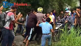 Download Video Dua Jambret Di Pekanbaru Nyaris Tewas Dihajar Massa di Tenayan Raya MP3 3GP MP4
