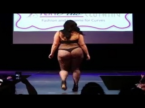 Fashion Week Plus Size 2017 ( THE CLOTHING) Fashion Week And Lingerie For Curvy -the newest fashion. http://bit.ly/2XkAJCx
