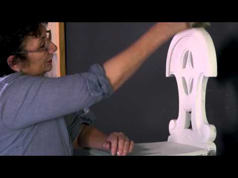 Annie Sloan - Chalk Paint® tutorial No.2 - two-colour distressing technique with clear wax
