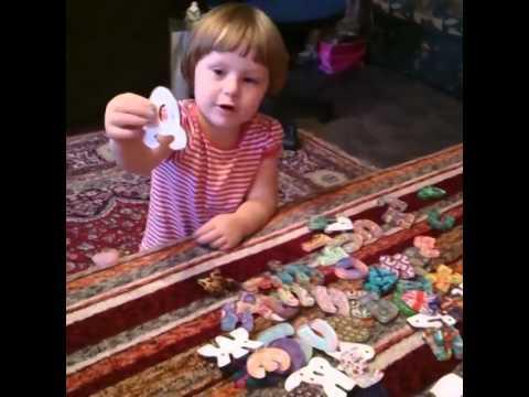 Майя учит Макса 🐶 ИГРАЕМ В ШКОЛУ 🎓 Игрушки для детей МАГНИТНЫЙ алфавит