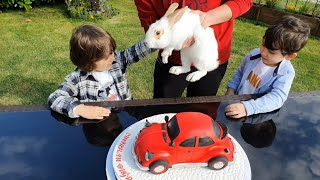 Fatih Selim'in abisinin sürpriz doğum günü partisi,kırmızı vosvos arabadan pasta,ve büyük bir hediye