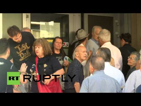 Greece: Tensions erupt as pensioners queue for money after IMF loan default