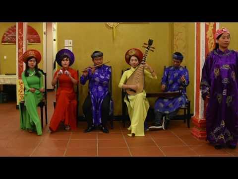 Vietnamese traditional songs Hue City (2017)