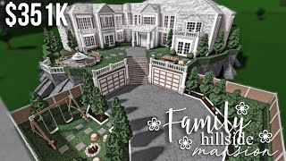 Family Hillside Mansion | Roblox Bloxburg | GamingwithV