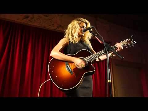 Tori Kelly - Cover Medley: Suit and Tie/PYT/Thinkin Bout You (live at Bush Hall London) [HD]
