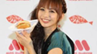 モスバーガーは9日、マグロを使用した新商品「ごちそうツナバーガー」...