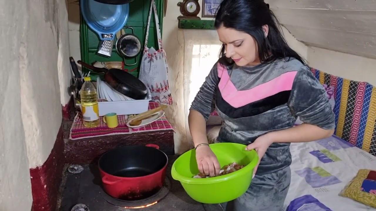 Download Am turnat sapa în chiler și Geanina gătește pui cu smântână la casuta din padure !