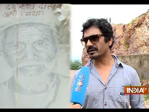 Manjhi - The Mountain Man: Nawazuddin Siddiqui Meet Dashrath Manjhi's Family - India TV