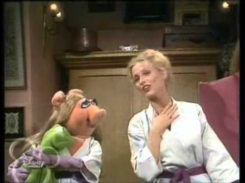 Muppets - Cheryl Ladd & Miss Piggy - I enjoy being a girl