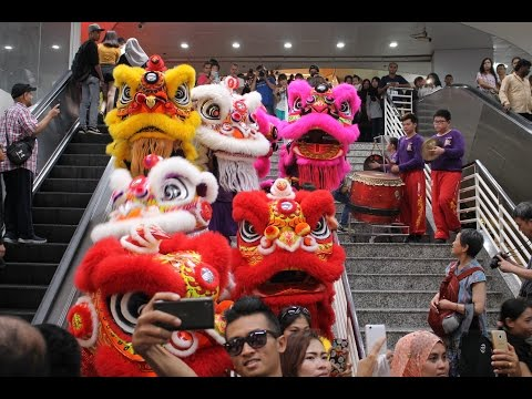 Lion (Dancers) Invade Avenue K Mall (Chinese New Year 2017)