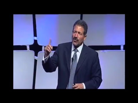 Rocky Romanella in action addressing The UPS Store Franchise Convention