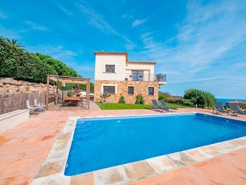 Spectacular villa with nice private swimming pool and large seating area and fantastic sea views