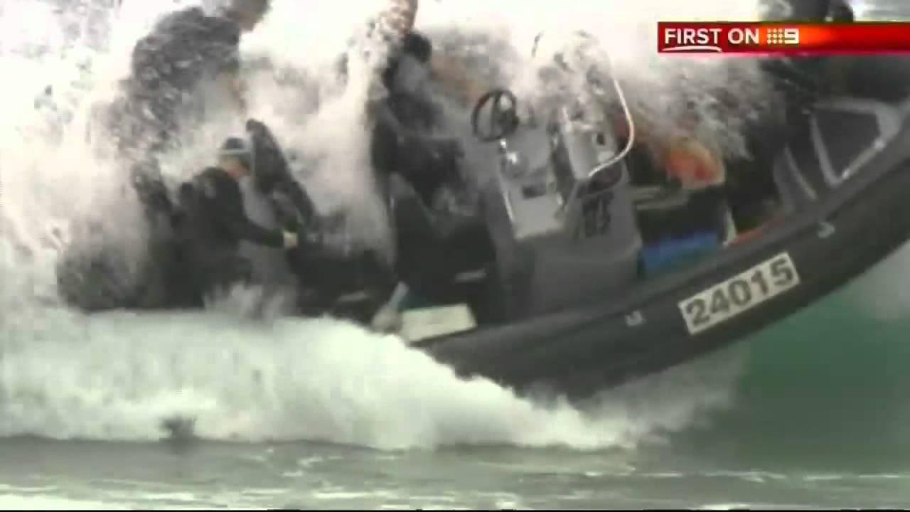 POLICE FAIL: Boat overturns during sea rescue in Australia