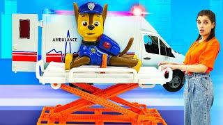 Игрушки Щенячий Патруль в шоу для детей Той Клаб! Везем игрушки в больницу на машинке Скорой помощи