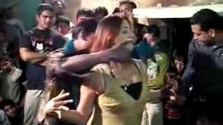 Zamane ko Abtak Nahi Hai Pata....  Desi Girls Dance.... {ubaidurrahman