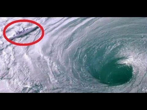 Boat stuck in a Whirlpool!! Ocean Whirlpool!