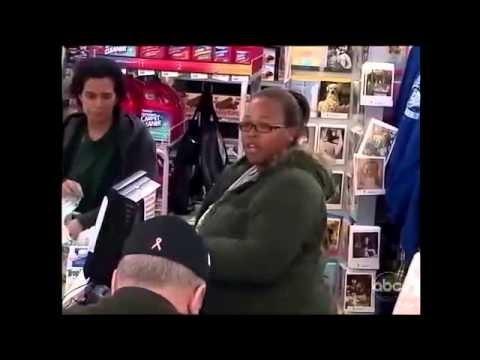 Una madre soltera se queda sin dinero, mira cómo reacciona la gente.