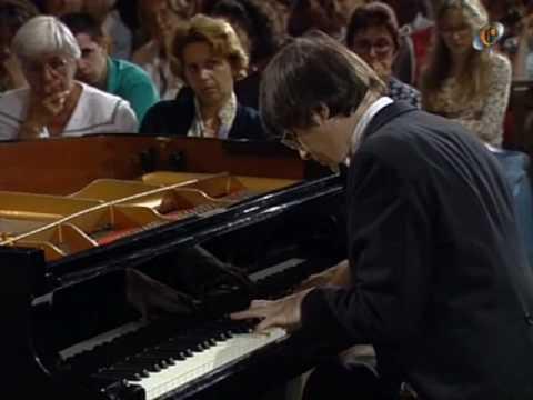 7 & 8 .- Schumann, Fantasiestücke Op 12, Christian Zacharias (Piano)