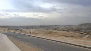 مشهد لمياه قناة السويس تتدفق بين جبلين فى سيناء الى القناة الجديدة