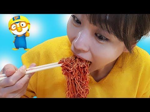 뽀로로 짜장면은 너무 맛있어요!! 서은이의 아픈 엄마 돌보기 시크릿쥬쥬 키즈카페 짜장면 모음 Pororo Black Noodle For Kids Special Video