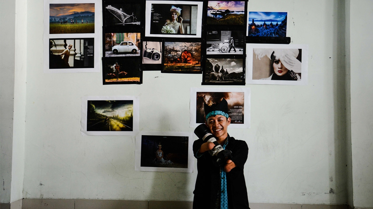 Incredible Limbless Indonesian Photographer
