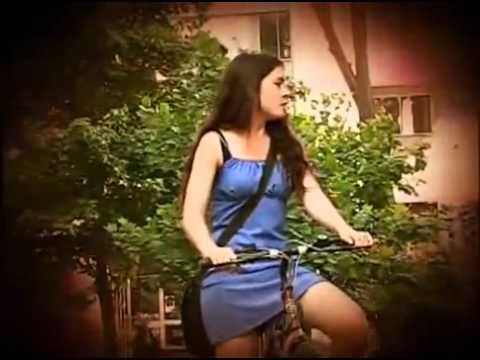 Camila Vallejos en Bicicleta